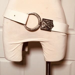 CHICO's White leather Belt sz M to L adjustable